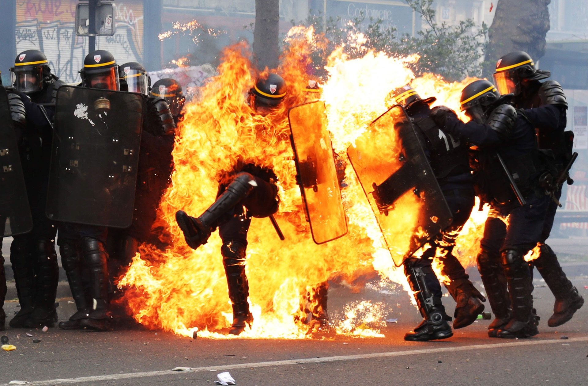 Flames engulf French police officers