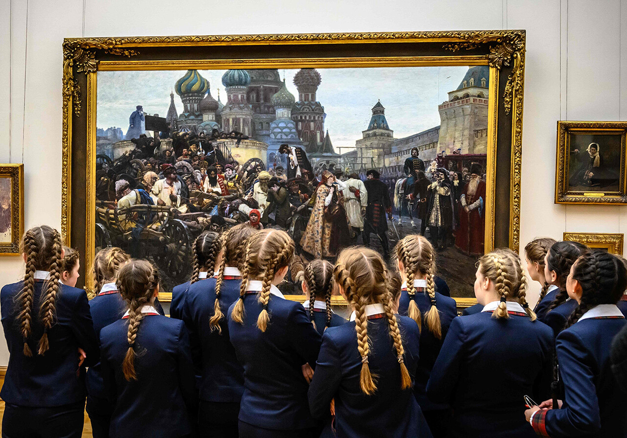 "Schoolgirls look at ""The Morning of the Streltsy Execution"" by Russian painter."