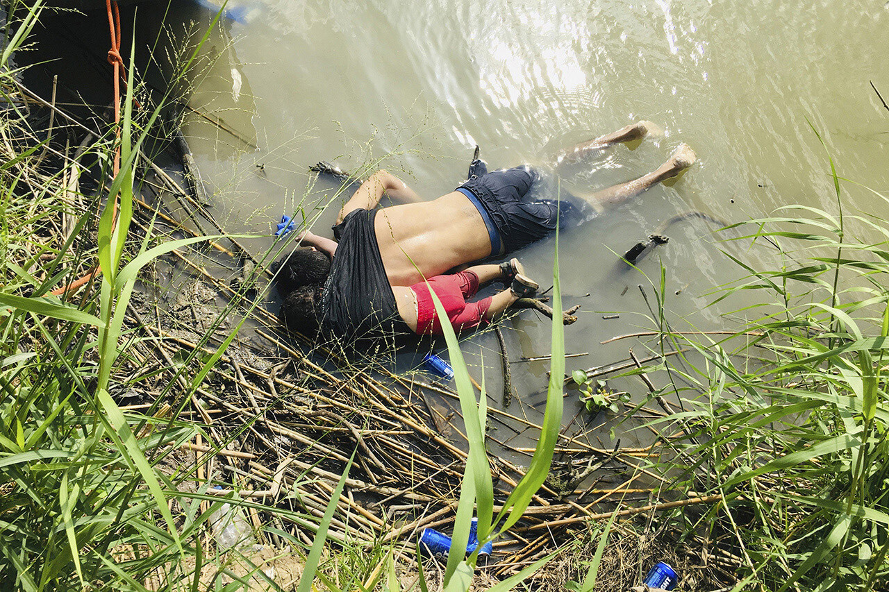 Salvadoran migrant Óscar Alberto Martínez Ramírez and his 23-month-old daughter  drowned in shallow water.